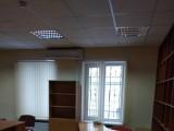 Аренда офисного помещения в офисном центре на Львовская площадь,  Площадь - 15 кв.м. одним помещением, укомплектованным мебелью и кондиционером, высота потолка - 3 м, ремонт. В здании 2 вдохные группы ...