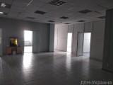 Офисный центр 1 этаж 350м2 (открытая планировка +  кабинеты, + санузлы свои). Хороший ремонт, кондиционеры, все коммуникации, пропускная система, лифты.  Цена 220 грн./м2 включая эксплуатационные услуги ...