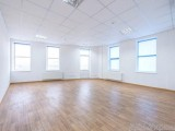 Аренда офисных помещений в Бизнес-центре, по пр-ту Лобановского. Площадь - 300 м2, 4-й этаж, 6 кабинетов (13, 6 м2, 24, 4 м2, 34, 5 м2, 38 м2, 44, 2 м2, 44, 4 м2) с возможность аренды покабинетно. Ремонт ...